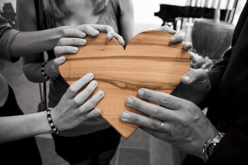 Емоционална подкрепа във Facebook групи за взаимопомощ